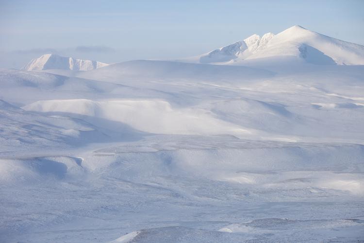 Besneeuwde Snøhetta in de winter
