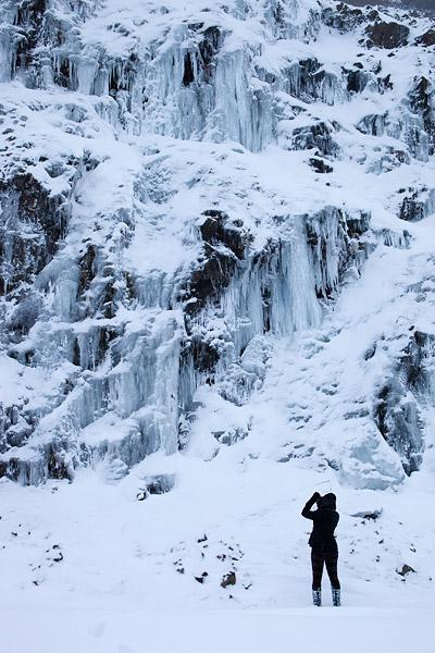 Rotswand met ijs