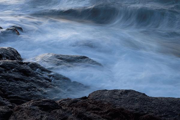 Abstracte opname met lange sluitertijd van golven