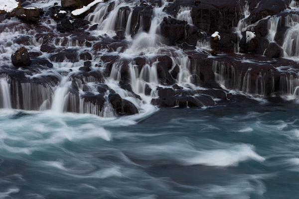 Hraunfossar - lava watervallen