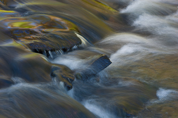 Abstracte opname van stromend water